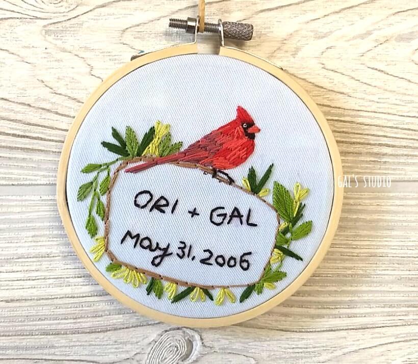 חישוק רמה ליום נישואין, עם ציפור אדומ,ה שמות ותאריך