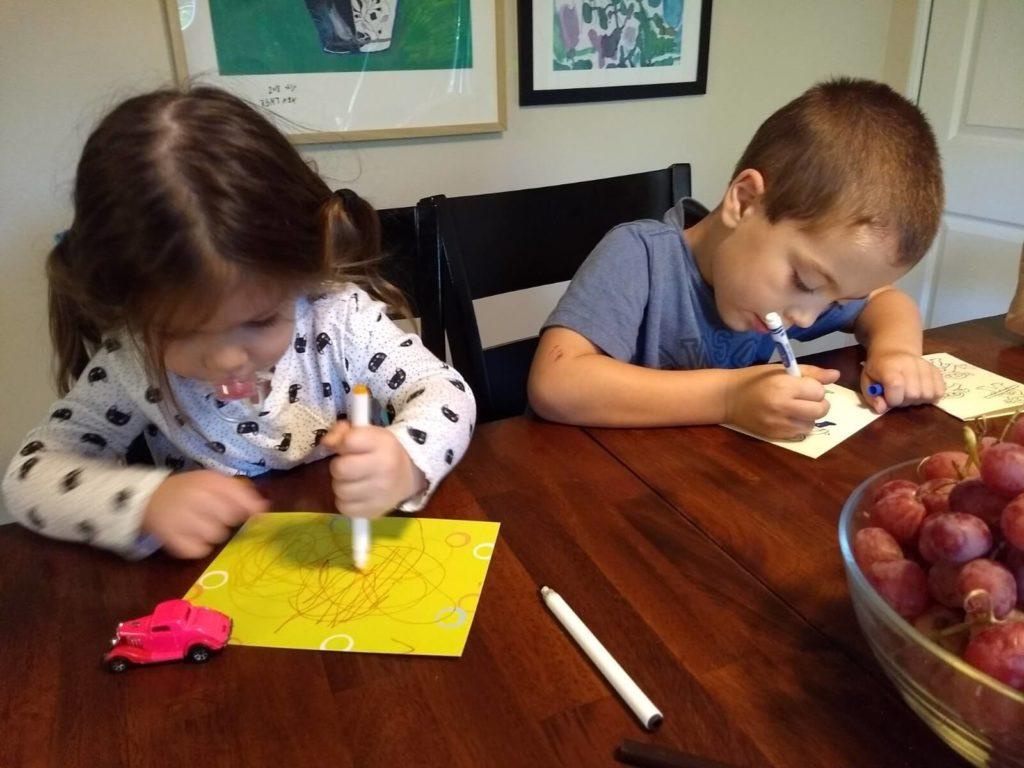 ילדים צובעים