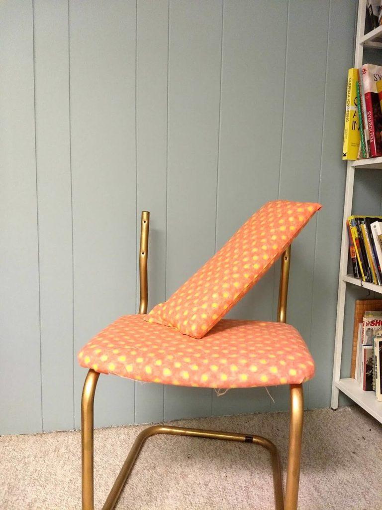 כסא מפורק אחרי שלב הריפוד